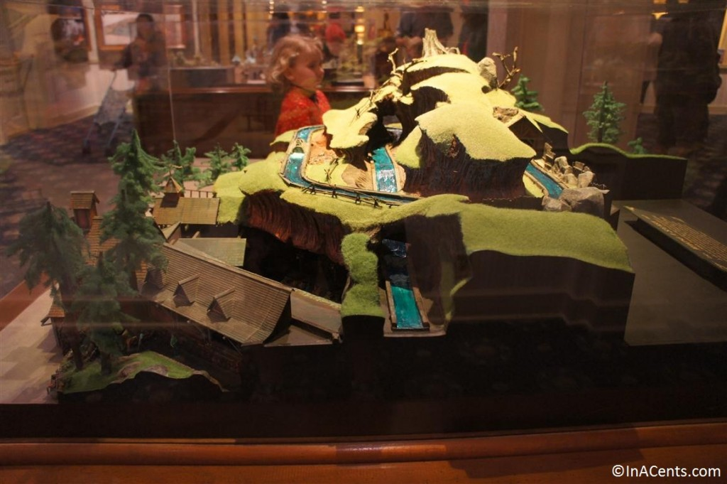 120610 Disney Gallery (Disneyland) Splash Mountain Model 3
