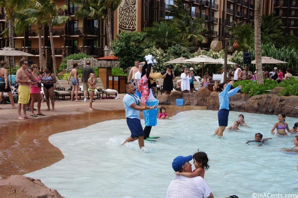 120625 Disney's Aulani Goofy in Pool