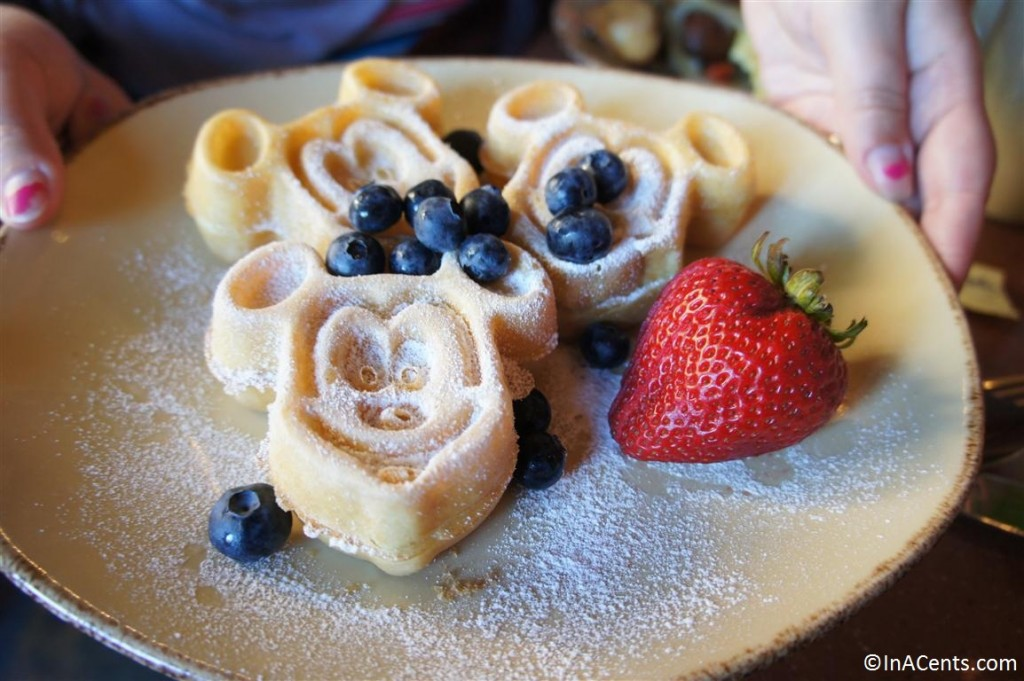 120625 Disney's Aulani Makahiki Mickey Waffles
