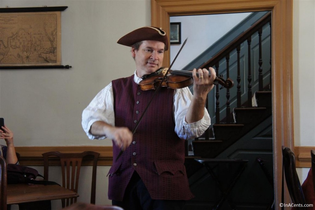 121122 Colonial Williamsburg King's Arms Restaurant Thanksgiving Violinist