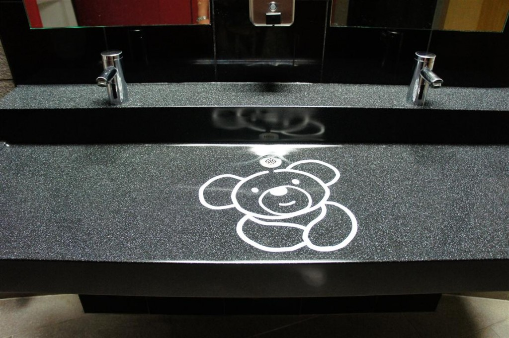 120624 Teddy Bear World Hawaii- Restroom Sinks