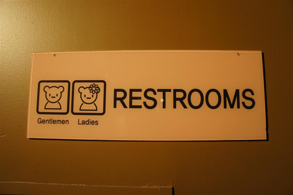 120624 Teddy Bear World Hawaii- Restrooms Sign