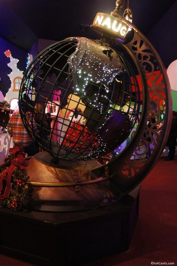 131123 Castle Noel- Santa Clause 3 Globe Prop