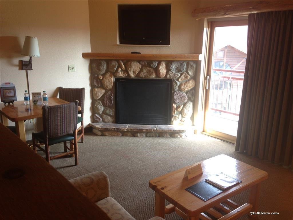 160209 Great Wolf Lodge Sandusky Loft Fireplace Suite (2)