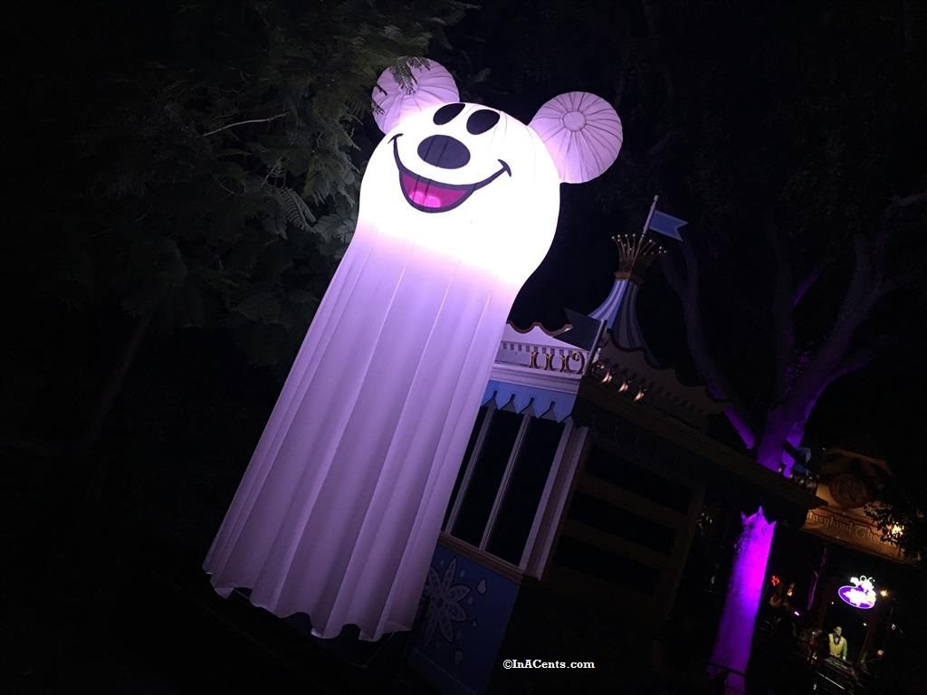 160926-disneyland-halloween-decorations