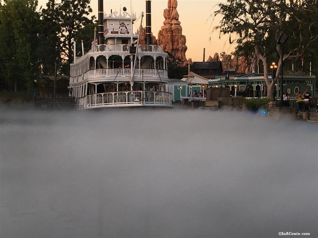 160926-disneyland-halloween-fog